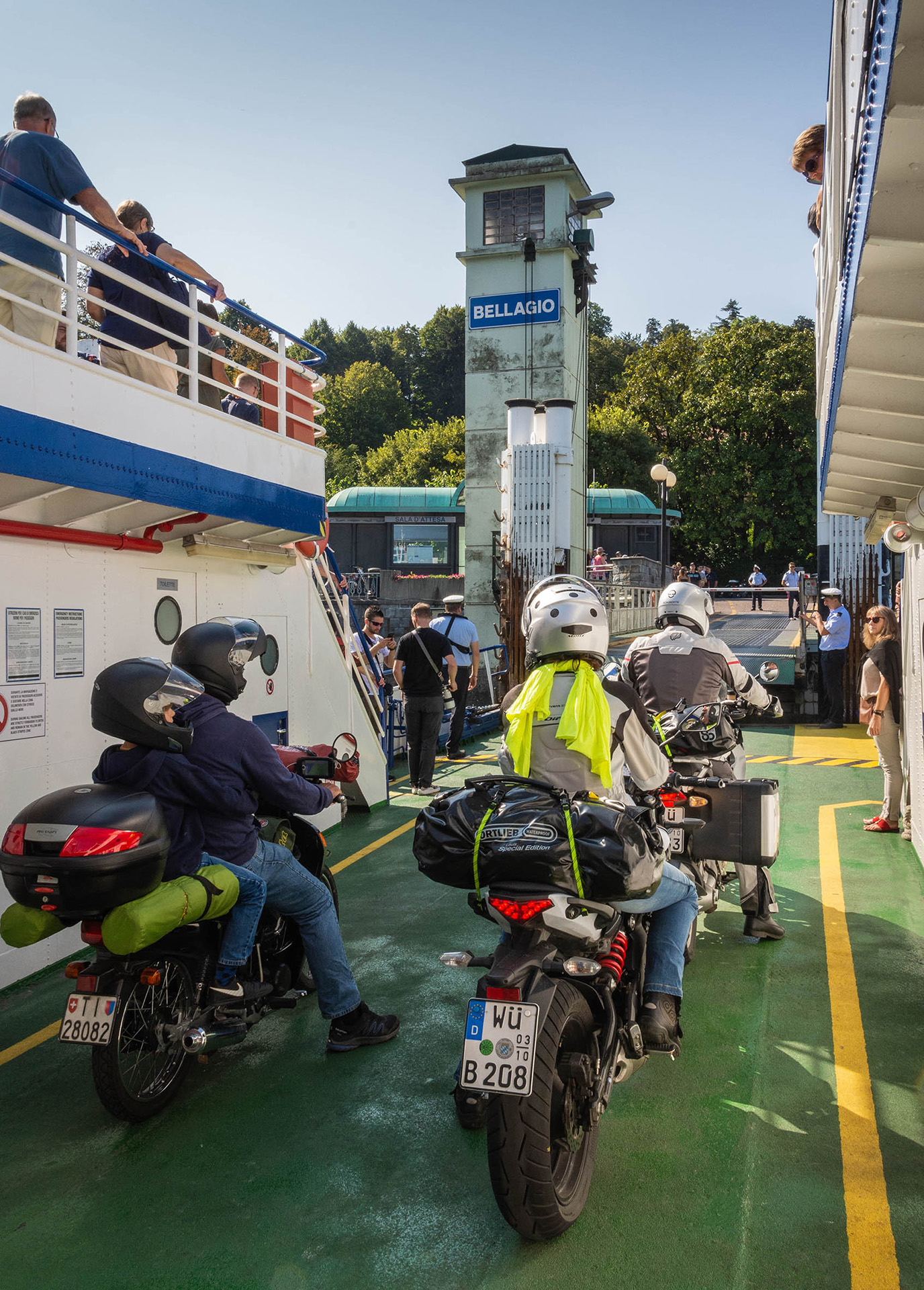 The ferries carry passengers and vehicles, are regular and inexpensive; the various routes link up towns around the lakeshore allowing the visitor many options for exploring charming streets, shops, villas, gardens and gastronomy