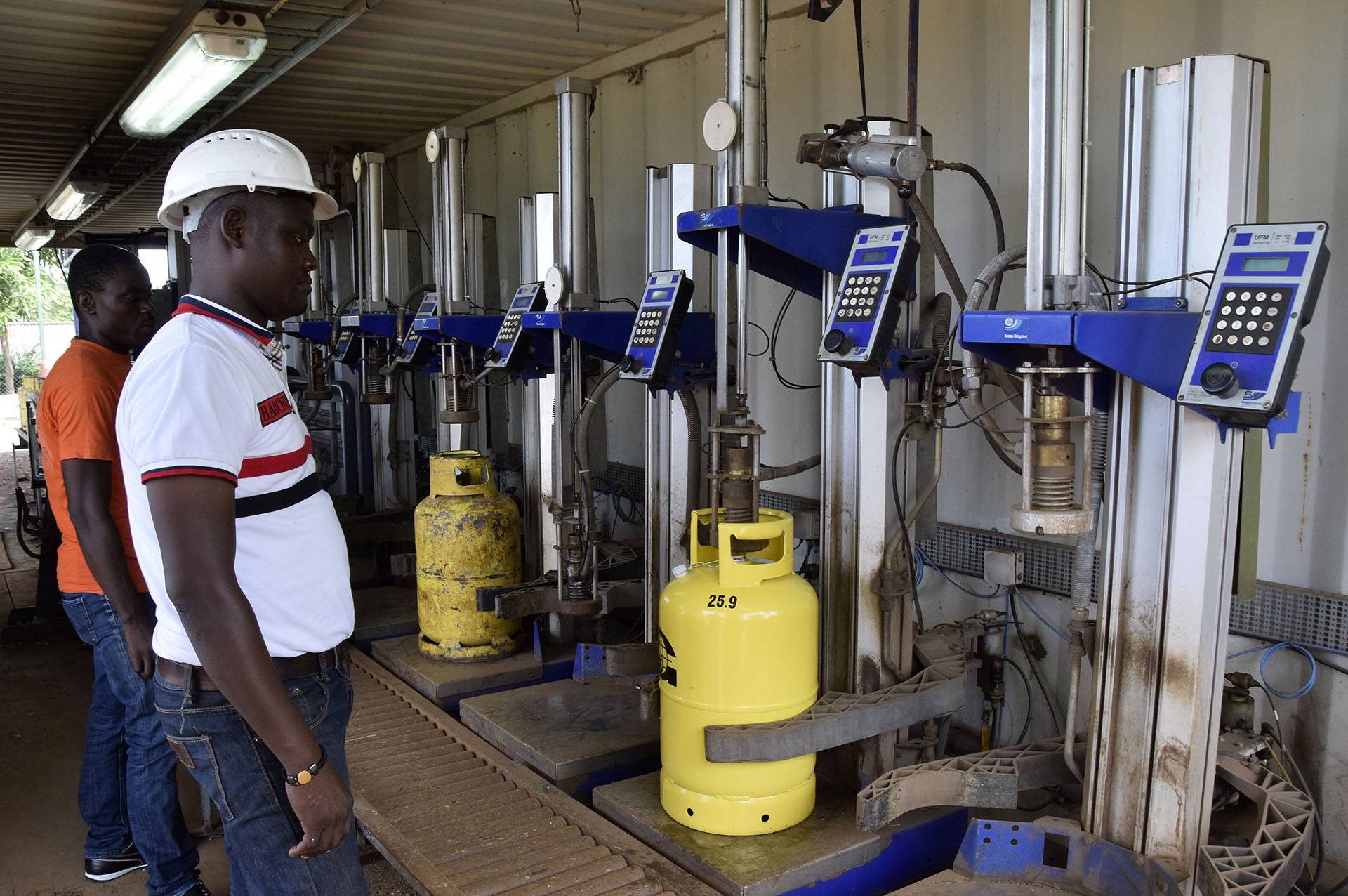 Filling LPG cylinders at the GlocalGaz plant, Limbe, Cameroon