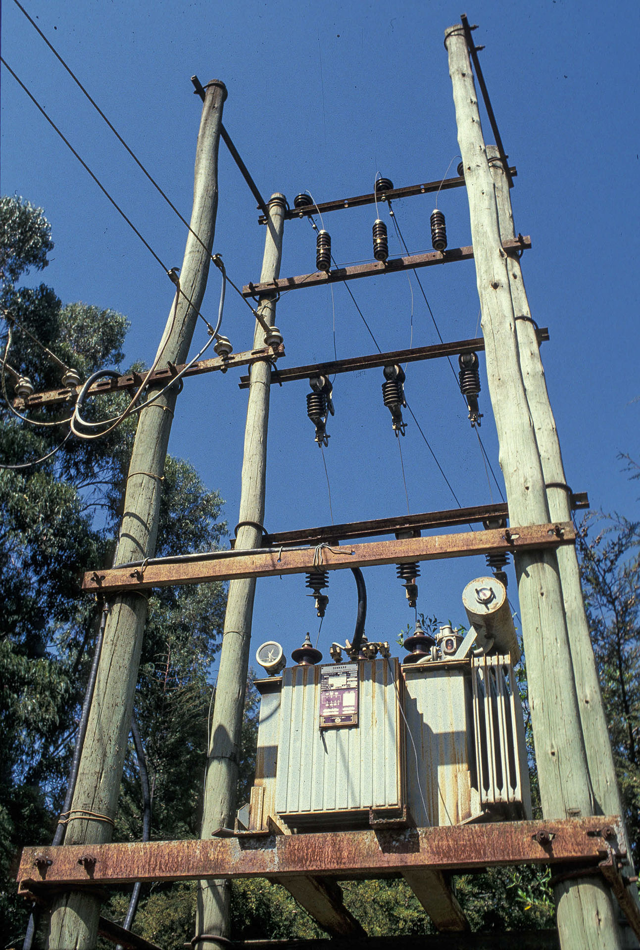 Cooking with electricity generally requires grid infrastructure to supply sufficient power