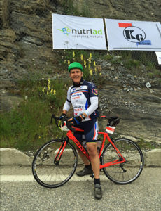 Simon, after his 100% human-powered ascent of the 21 hairpins of Alpe d'huez